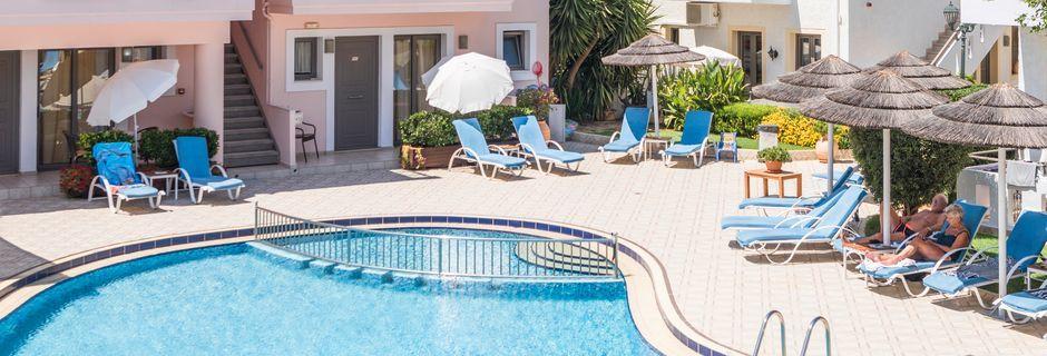 Poolområdet på Hotel Flamingos på Kreta, Grækenland.