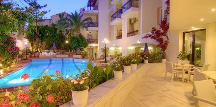 Poolen på Hotel Fortezza i Rethymnon på Kreta, Grækenland