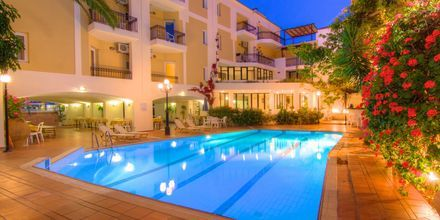 Poolområde på Hotel Fortezza i Rethymnon på Kreta, Grækenland