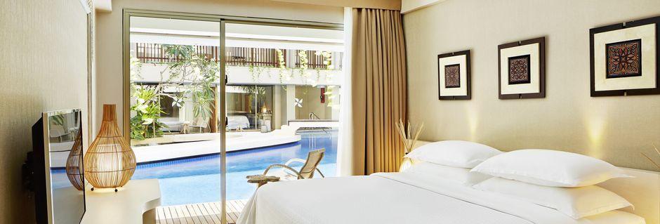 Deluxe-værelse på Hotel Four Points By Sheraton Bali Kuta på Bali, Indonesien.