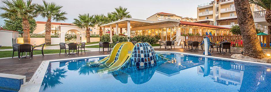 Poolområdet på Hotel Galaxy Beach Resort i Laganas, Zakynthos.