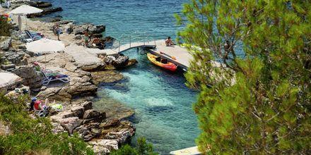 Stranden ved Gava Waterman Resort Milna, Brac i Kroatien.