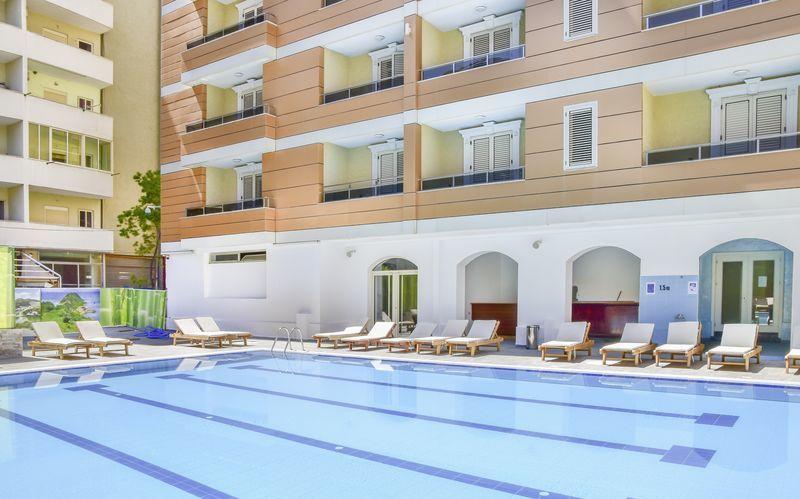 Pool på Germany Hotel, Durres Riviera i Albanien.