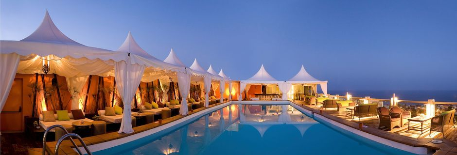 Pool på tagterrassen på Gloria Palace San Agustin Thalasso & Hotel på Gran Canaria, De Kanariske Øer.
