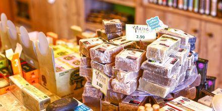 Olivenolie og andre lokale produkter som er lækkert at købe med hjem.