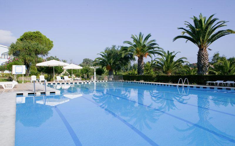 Poolområde på Hotel Govino Bay i Gouvia på Korfu, Grækenland.