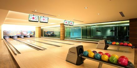 Bowling på Graceland Khao Lak Resort, Thailand.