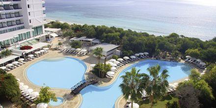 Pool på Hotel Grecian Bay, Cypern.