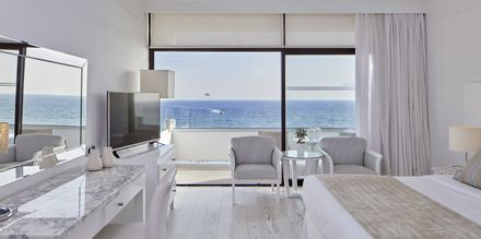 Dobbeltværelse på Hotel Grecian Bay, Cypern.