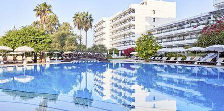 Poolområde på Hotel Grecian Bay, Cypern.