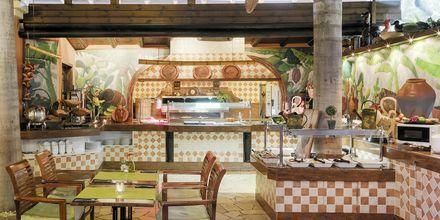 Buffetrestaurant/poolbar på Hotel Green Garden Resort på Tenerife, De Kanariske Øer, Spanien.
