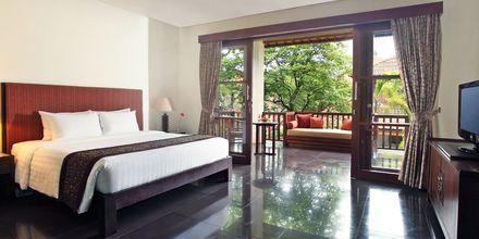 Deluxe-værelse på Hotel Griya Santrian på Bali.