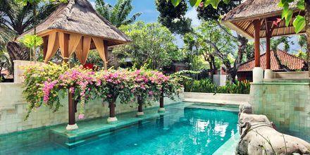 Poolområde på Hotel Griya Santrian på Bali, Indonesien.