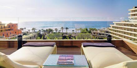 Fælles terrasse for deluxe-værelserne på Hotel H10 Conquistador på Tenerife.