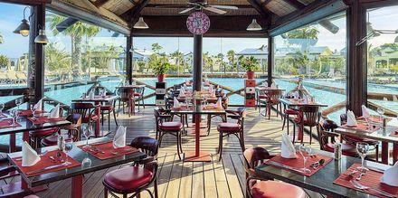 Poolbaren La Choza på Hotel H10 Rubicon Palace i Playa Blanca på Lanzarote.