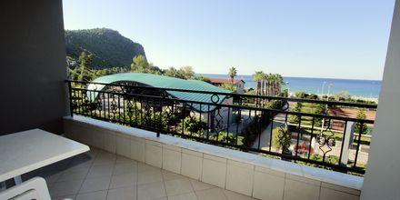 Udsigt fra 2-værelses lejlighed på Hotel Havana Apart i Alanya, Tyrkiet.