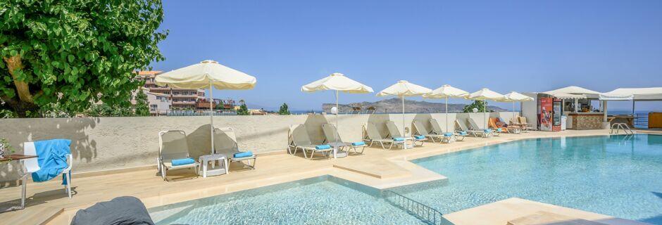 Poolområde på hotel Hermes i Kato Stalos på Kreta