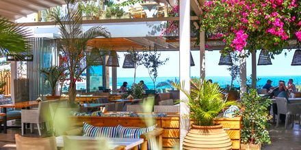 Frokost med havudsigt på Kreta.