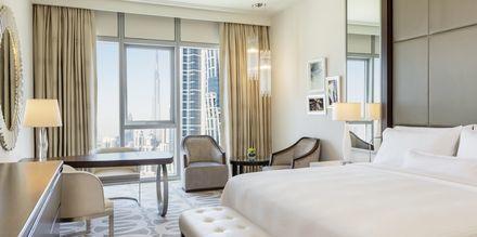 Deluxe-værelse på Hilton Dubai al Habtoor City, Dubai.