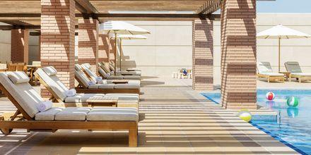 Børnesektion ved pool på Hilton Dubai al Habtoor City, Dubai.