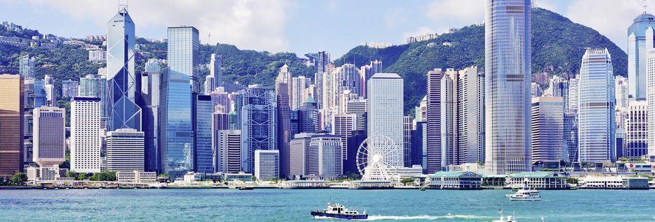 Byen set fra vandet med de fine skyskrabere.