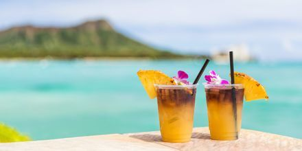 "Drinken ""Mai Tai"" stammer fra Hawaii og serveres mange steder i Honolulu. Skål!"