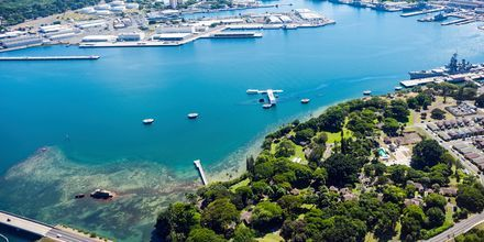 En populær seværdighed i Honolulu er mindemonumentet Pearl Harbor.