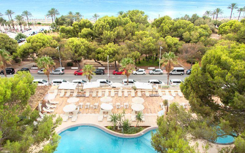 Poolområde på Houm Plaza Son Rigo i Playa de Palma, Mallorca.