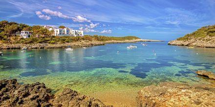 Port de Portinatx er en smuk bugt på Ibiza.