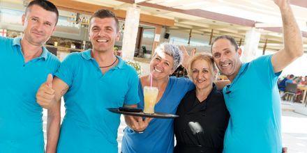 Personale på Hotel Ideal Beach på Kreta, Grækenland.