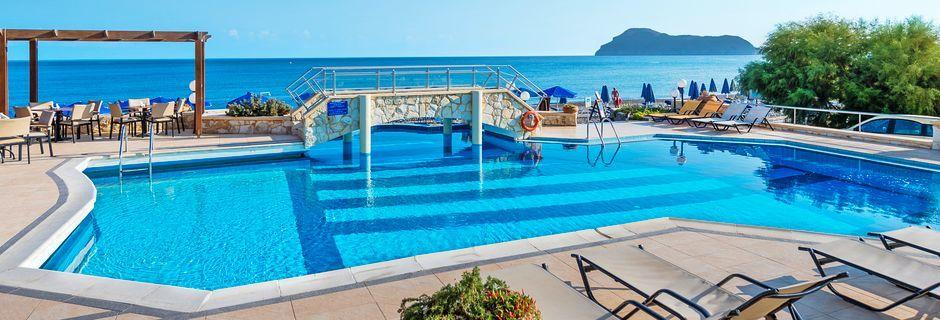Poolområde på Hotel Indigo Mare på Kreta, Grækenland.