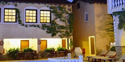 Pool på Hotel Ino Village, Samos By.