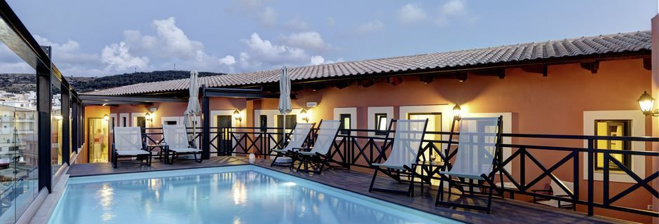 Poolen på hotel Ionia Suites i Rethymnon på Kreta.
