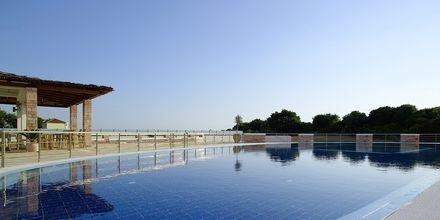 Pool og snackbar på hotel Ionian Theoxenia i Kanali, Grækenland