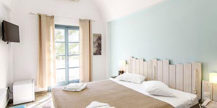 Dobbeltværelse på hotel Iris i Kamari, Santorini.