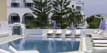 Pool på hotel Iris i Kamari, Santorini.