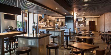 Restaurant Girders Sports Bar på Hotel JA Ocean View i Dubai, De Forenede Arabiske Emirater.