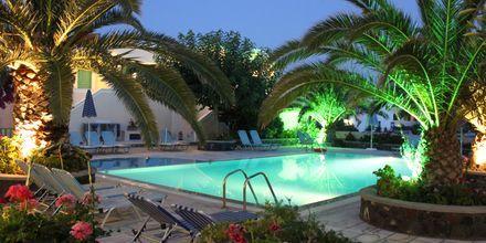 Poolområde på Hotel Joanna på Santorini, Grækenland.