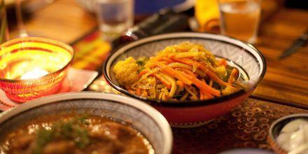 Et almindeligt måltid i Johannesburg - gryde der serveres med forskellige råvarer såsom rodfrugter.