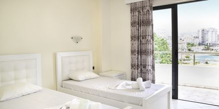 Dobbeltværelse på Hotel Joni i Saranda, Albanien.