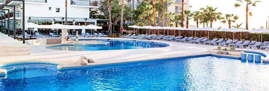 Poolområde på Hotel JS Palma Stay i Can Pastilla på Mallorca.