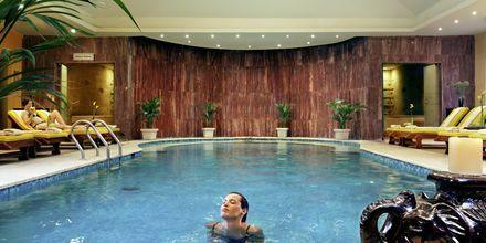 Indendørs pool i spaafdelingen på Hotel Jungle Aqua Park i Hurghada, Egypten.