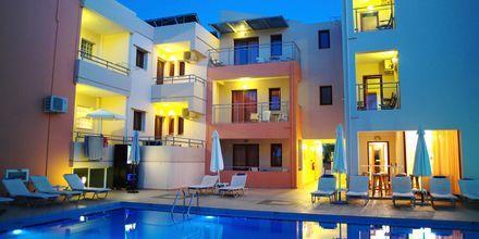 Poolområde på Hotel Kallitsakis på Kreta, Grækenland.