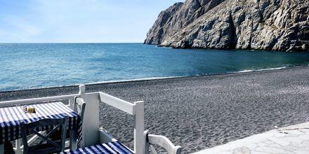 Restaurant ved stranden i Kamari på Santorini