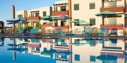 Poolen på hotel Kambos Village G D'S Hotels på Kreta, Grækenland.