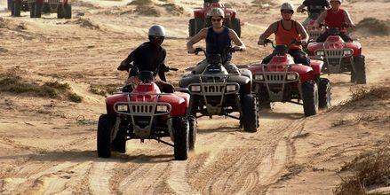 Prøv at køre buggy-tur og køre off-road på øen Sal, Kap Verde.