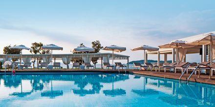 Poolområdet på Hotel Kassandra Bay på Skiathos, Grækenland.