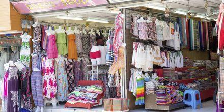 Shopping i Kata Beach på Phuket i Thailand.