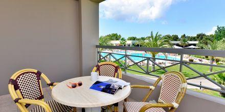 Balkon på Hotel Kipriotis Maris Suites på Kos, Grækenland.