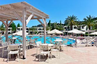 Poolbar på Hotel Kipriotis Maris Suites på Kos, Grækenland.